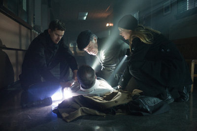 The team help a victim of the Doppelganger Apocalypse.